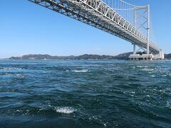 「大鳴門橋」をくぐり始めると、「渦潮」が見られるようですが、まだですねー。
