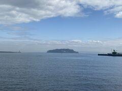 海も先には猿島が見えます。 小さいころ、家族で2度ほど行った記憶があります。