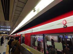 職場の最寄り駅から丸ノ内線に乗ります。