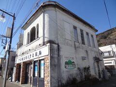こちらの洋館‥ ヤマキタバルと言うダイニングバーになっています。  ▼YAMAKITAバル https://yamakita-bar.favy.jp/