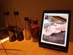 20時過ぎ、ホテルからタクシーで「琉球の牛 恩納本館」へ。 沖縄本島内に数店あるようです。 公式HP:https://www.u-shi.net/  わたし達は恩納本館に行きました。店構えからしてとても落ち着いた雰囲気で、中もすべて個室だったのでゆっくりできました。