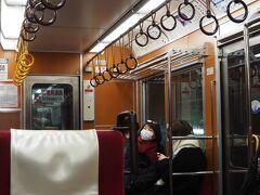 箱根湯本では接続時間1分で強羅行きに乗り換え。 1000形ベルニナ号のリニューアル車。 落ち着いた車内で、私は好きです。