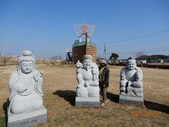 七福神の像と宝船