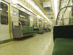 映画の後は片町線に乗りました。京橋では満員でも、終点近くではこの車両に私一人でした。