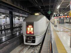 1日目はまず上野駅から10時発の特急草津に乗車です。 今回はえきねっとのびゅうパッケージツアーで申し込みました。特急は空いていて、1車両に10人強の乗車率でした。