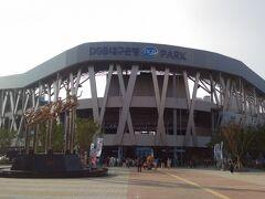こちらが今回観戦する大邱FCの本拠地であるDGB大邱銀行PARKです。 野球場はボールパークと呼ばれるので珍しくはないですが、 サッカー場でPARKが付くスタジアムは珍しい気がします。