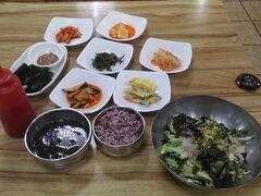 釜山ではジャガルチ市場に行き海鮮丼を食べました。 韓国式の海鮮丼はあまり好きじゃなかったのですが、 何故か急に食べたくなったのです。 味覚が変わったのかも知れません。