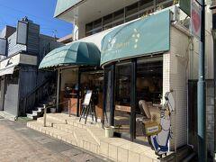 やっぱり旧軽井沢と言えばここ、ジョン・レノンの愛したパン屋さん 「フレンチ ベーカリー」中は撮影禁止ですがいくつか購入してきました。 なんかビートルズづいてるな・・