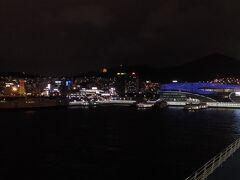 博多港へ向けて出発です。 いつもは高速船のビートルですがかめりあラインが就航15周年キャンペーンで安かったのとフェリーに乗りたくて乗りました。 キャンペーンじゃなくても値段が安く、夜出発の朝到着なのでまた乗りたいと思いました。