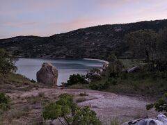 こちらの、ビーチが、クラムガーデンのある所。夜にはサメや、浪人あじが、ボートの周りに集まってくる。