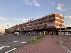 釧路駅に到着いたしました。早朝だというのに、そこそこ人がいました。これにはびっくりです。