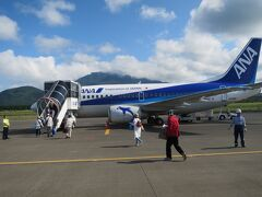利尻空港からまずは千歳空港へ向かい、それから新潟へ飛びます。利尻空港はとても小さな空港でした。