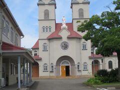 翌朝、用事の前に、新潟観光です。新潟カトリック教会はツインタワーが印象的です。