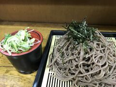 上田駅に戻って、駅舎の中にある「ちくま」で蕎麦を食べます。蕎麦粉の味が濃くて麺をそのまま食べても美味しいです。私の中で1番美味しい蕎麦屋さんです。