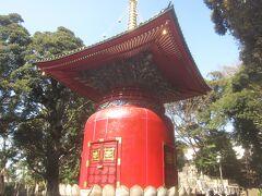 真っ赤で派手派手なこの塔は池上本門寺の宝塔 日蓮が荼毘に付された場所に建っているそうです