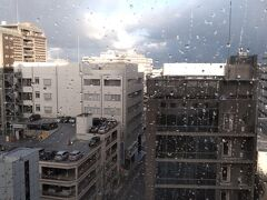 九州上陸2日目の朝 昨日はほんとに寒かったです。 小雪がちらつていていて 外を見るとマンションの屋根にはうっすら雪が!