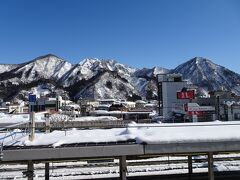 越後湯沢駅付近は雪景色