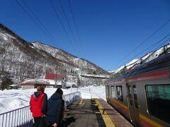 土合駅に到着。越後湯沢からなので、「モグラ駅」ではなく地上ホームに到着です。