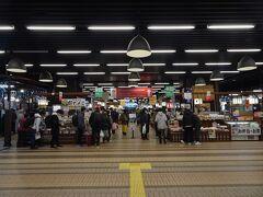 越後湯沢駅で乗継時間に食事をしようと思っていましたが、物凄い混雑でお店は満席でした。越後湯沢駅周辺で宿を探したら全く空室が見つからなかったし、スキー客でかなり賑わっているようです。