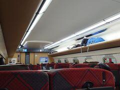 準速で停車駅が多いから、意外と乗客がおおい。大半は軽井沢と長野で降りてった。