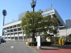 大宮公園内に造られている、プロサッカーチーム・大宮アルディージャのグランド横を通りました。