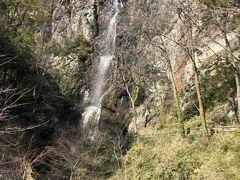 高屋神社に寄ろうとしたけど、途中から通行止めになってんで、急きょ通行止め付近にあった不動の滝カントリー公園に変更(^_^;)