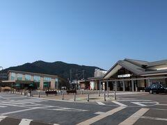 JR特急ワイドビュー南紀で熊野市駅に到着。11時13分着 JRの窓口で特急券を買おうとしたところ、熊野古道フリー切符があることを教えてくれました。三重交通バスにも乗れるお得なチケットです。