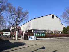今日は日曜日と祭日の間の日の月曜日 府中郷土の森博物館は 普段は月曜日は休館だが この日はやっていた 電話で確認しておいた