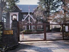 【タイ王国大使公邸】 大変厳か、立派な建築、たたずまいです。  道曲がり、直ぐにこの建物がありました。