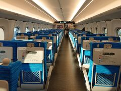 この日、新横浜から乗り込んだ車両に乗客は5人。 まあ、乗客が少ない列車を選択したというのもあるんだけれど。  大阪入りする度に連絡を取っている長年天岩戸の裏に隠れてしまったメンタル不調の友に連絡するも、今回は返事なし。 便りが無いのはって言うし、まぁいいか。