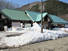 朝からぽかぽか陽気でしたが、福島県へ入ると雪!でした。 ワンちゃんではないですが、喜び駆け回りたくなります。 福島県田島の道の駅です。 http://aizukogen-yume.jp/tajima/index.php