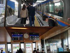 柳川駅には10:19到着。 車内で調べたところに寄ると駅を出てすぐのところから川下りの乗り場まで無料のマイクロバスが出ているらしい。