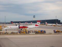 オーストリア航空の紅白の機体がたくさん駐機してます