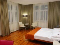無事ホテルに到着。王宮とシュテファン広場の中間にあるオーストリア・トレンド・ホテル・アストリアにチェックイン。ここを拠点に明日から3日間ウィーン観光を行います。