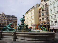 ホテルはノイヤーマルクト広場に面しています。