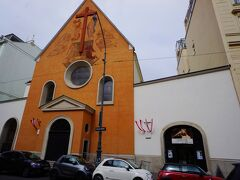 ホテル前のカプツィーナ教会。後日訪れることにします。