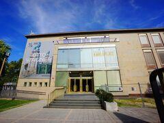 公園のいっかくにあるこの建物はウィーン・ミュージアム・カールスプラッツです。1887年にウィーン市立歴史博物館として設立、2003年に現在の名称に改められた美術館です。