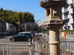 平川の大燈籠 幕末に江戸薩摩渋谷屋敷に奉公した娘さんが、渋谷屋敷の引き払いに際して、貰い受けたと言われています。