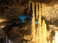 この島の一番の観光地、星野洞。 鍾乳洞です。  真っ白な鍾乳石の多い美しい鍾乳洞です。 本州の有名な秋芳洞や龍泉洞にも決して負けない見ごたえのある鍾乳洞です。