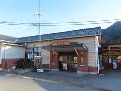 横川駅、初めて、外から見ています。今迄は、釜飯を買いにホームに降りたくらいです。思ったより随分小さいですね。