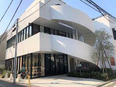 東京・青山 商業施設『GEMS AOYAMA CROSS』 【Iittala Omotesando Store & Cafe】   2021年2月19日にオープン予定の【イッタラ表参道 ストア&カフェ】 の写真。  まだオープン前です。こちらに【イッタラ表参道カフェ】が できるようです。