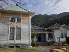 龍驤館. ここに港の歴史などを展示した博物館が入っています。最初に入ると良いです。