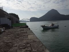 石で護岸された埠頭は、延々と756m続きます。