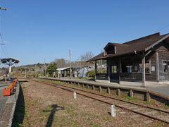 小湊鉄道・いすみ鉄道の上総中野駅です。ローカル列車の旅もしてみたいですね。