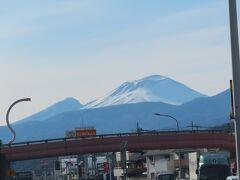 車中から浅間山が綺麗に見れました。 車で走っているとあちこちで見ることができます。とても綺麗でした。