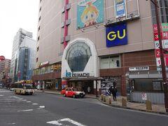 朝7時半過ぎ、京王線の終点・京王八王子駅にやってきた。 地下駅になっていて、「K-8」という駅ビルになっている。 京王八王子だからK8。 私も普段はこの駅を「けーはち」とか「けっぱち」とか呼んでいる。