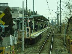 武蔵引田駅。 片面ホームの一見ひなびた駅だけど、駅前に富士通の大きな工場があり、また大規模なイオンモールも近くて、利用客は意外と多い。
