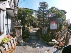コマ参道には豆腐を出しているお店が多くありますね。 どうやら豆腐が有名みたい