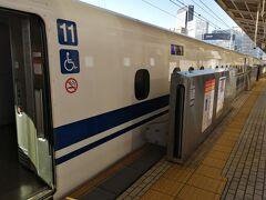 名古屋から新大阪駅まで東海道新幹線で移動します。 ぷらっとこだまを使えば4500円で行くことができます。 移動時間は1時間です。  近鉄特急が2時間、株主優待券利用で4000円程度なのでいい勝負です。 ミナミへ行く際は近鉄が便利ですが、今回は神戸なので新幹線を使いました。