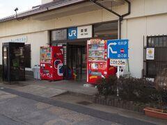 この関駅から、滋賀に向かう  どこで切符を買えば良いのかわからず、聞くとここは無人駅で 降りるときに支払うのだという。